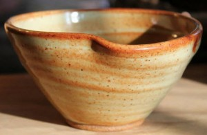 Small bowl with spout_2